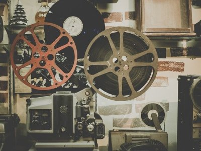 https://pixabay.com/photos/movie-reel-projector-film-cinema-918655/