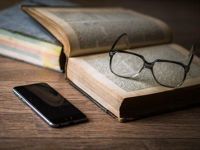 https://pixabay.com/photos/phone-mobile-telephone-smartphone-1052023/